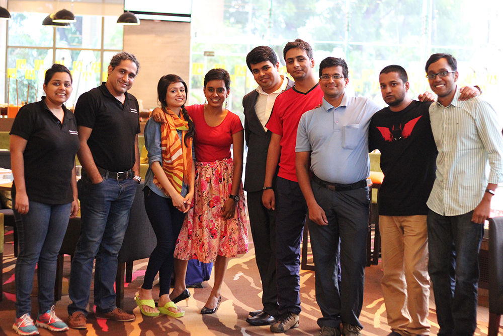 The awesome digital team of Tata Motors,the blogger and Hoezaay